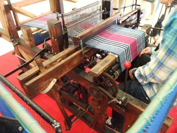 今治タオルフェアの織物体験