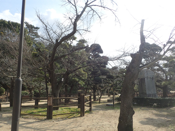 昼間の道後公園