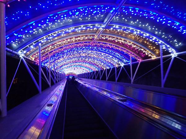 レオマワールドの光のトンネル