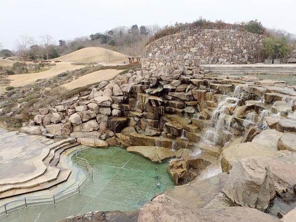 国営讃岐まんのう公園の昇竜の滝