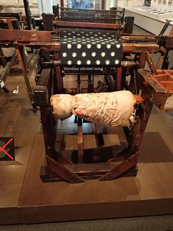 伊予絣を織った足踏織機