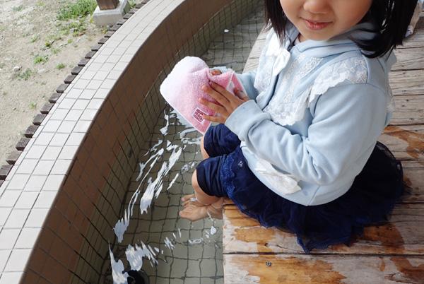 鈍川温泉の足湯と今治タオル