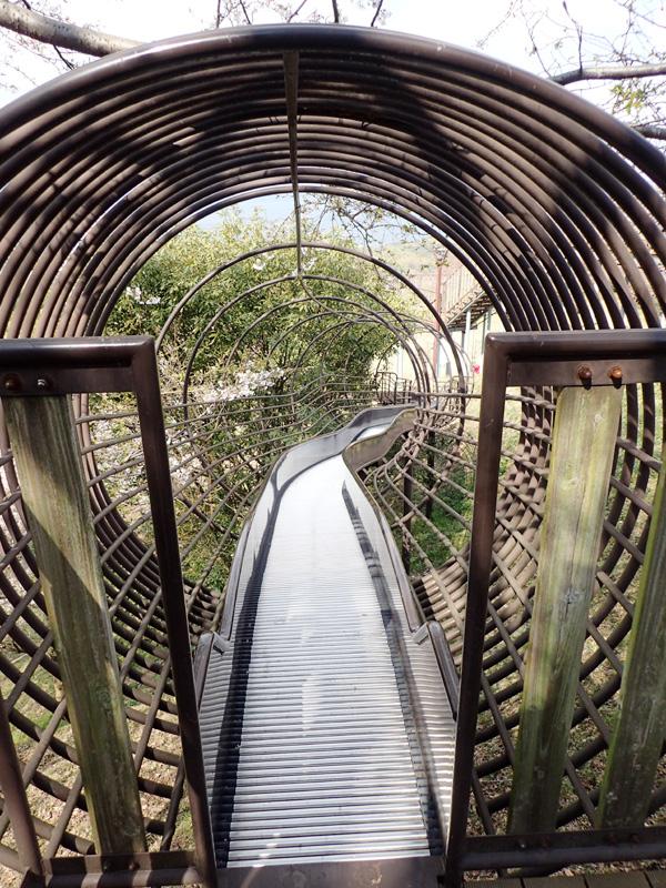 海山城展望公園の奥に滑り台