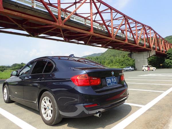 大洲五郎の赤い橋とBMW