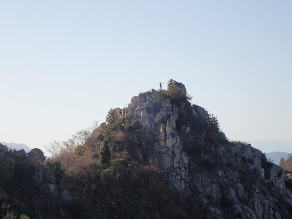 鷲ヶ頭山のエボシ岩