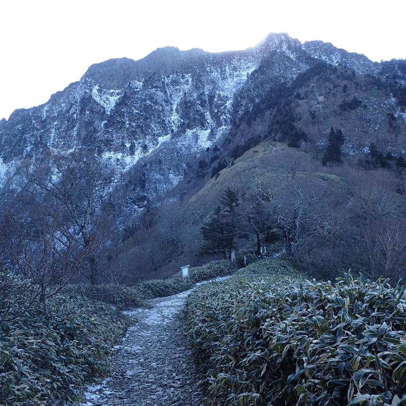 冬の石鎚山夜明かし峠