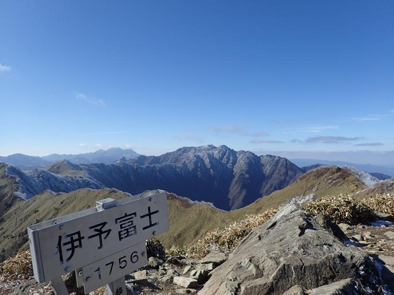 伊予富士山頂付近