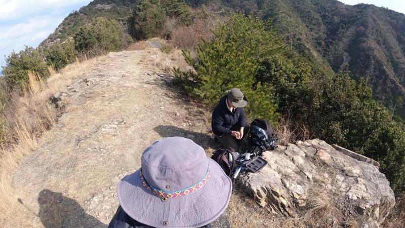 鷲ヶ頭山の尾根でドローン撮影